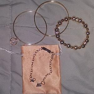 Guess stackable bracelet set